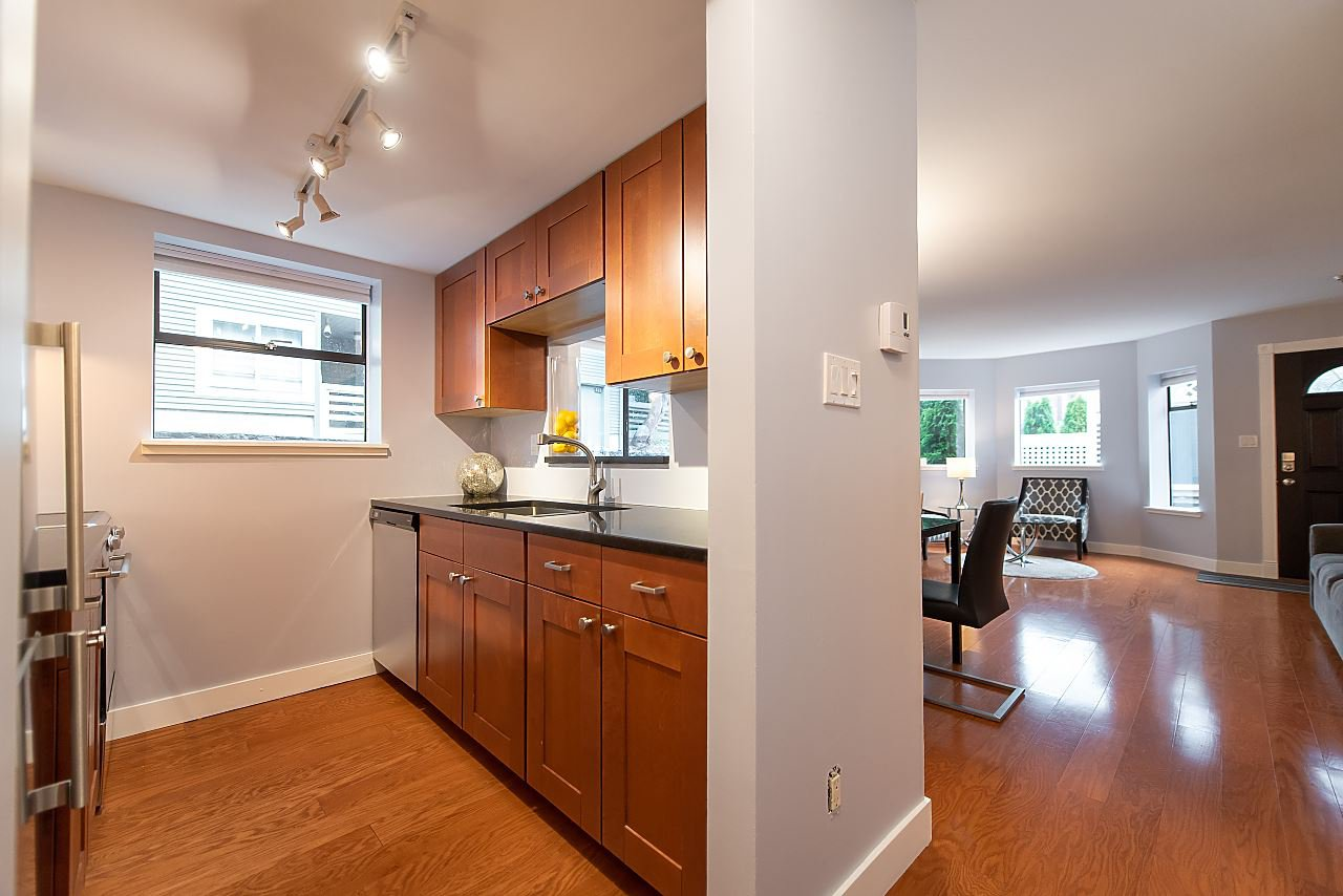 Photo 9: Photos: 2423 W 6TH Avenue in Vancouver: Kitsilano Townhouse for sale (Vancouver West)  : MLS®# R2432040