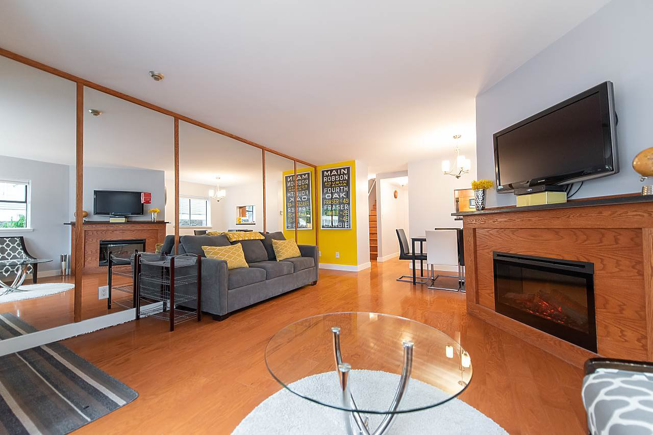 Photo 5: Photos: 2423 W 6TH Avenue in Vancouver: Kitsilano Townhouse for sale (Vancouver West)  : MLS®# R2432040