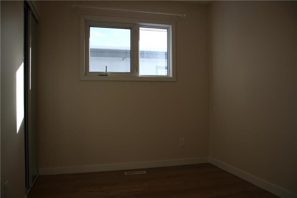 Photo 11: Photos: 32 Bluewater Crescent in Winnipeg: Southdale Residential for sale (2H)  : MLS®# 202002479