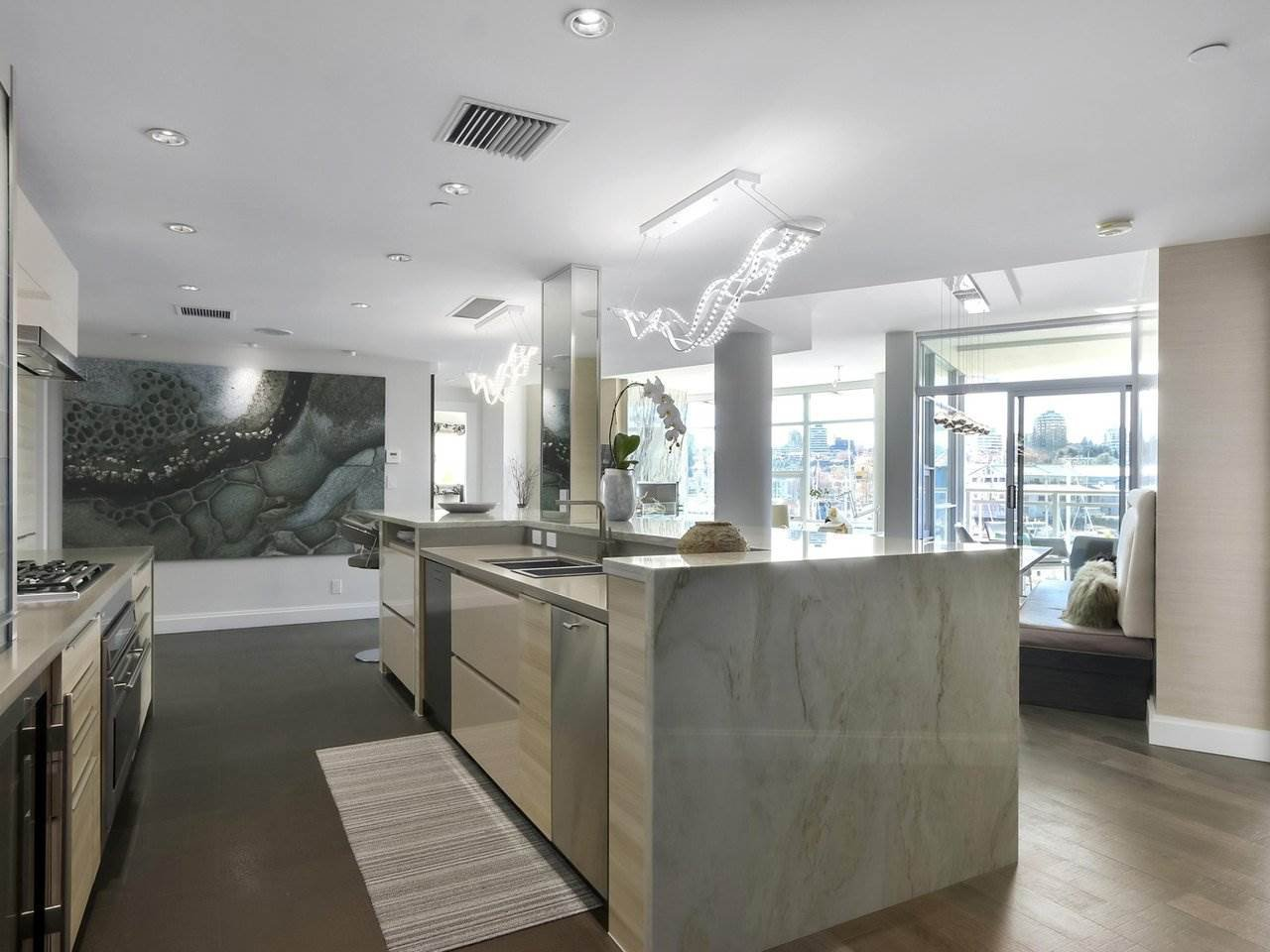 """Main Photo: 302 628 KINGHORNE Mews in Vancouver: Yaletown Condo for sale in """"SILVER SEA"""" (Vancouver West)  : MLS®# R2525592"""