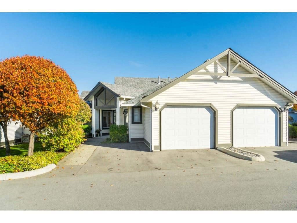 "Main Photo: 13 19649 53 Avenue in Langley: Langley City Townhouse for sale in ""Huntsfield Green"" : MLS®# R2412498"