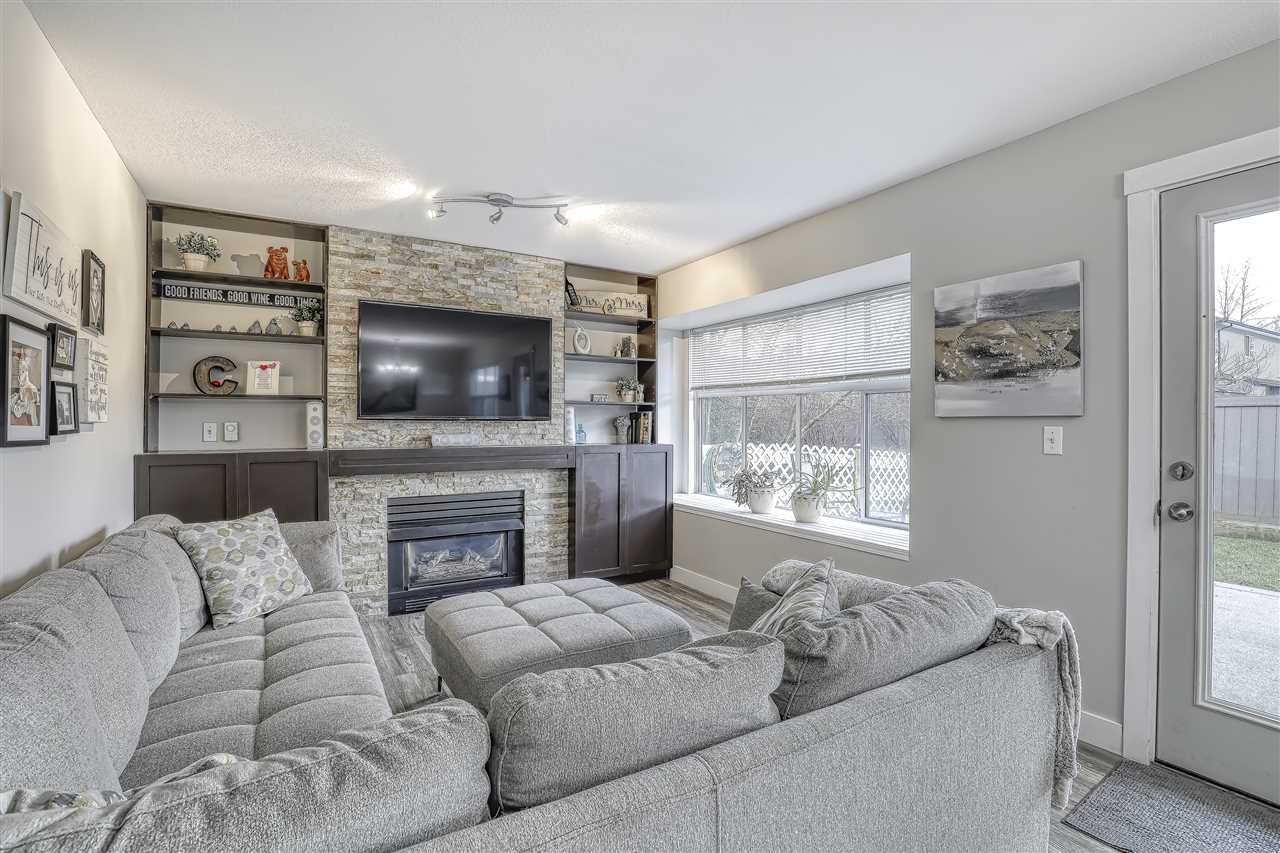"Photo 4: Photos: 104 12099 237 Street in Maple Ridge: East Central Townhouse for sale in ""GABRIOLA"" : MLS®# R2436710"