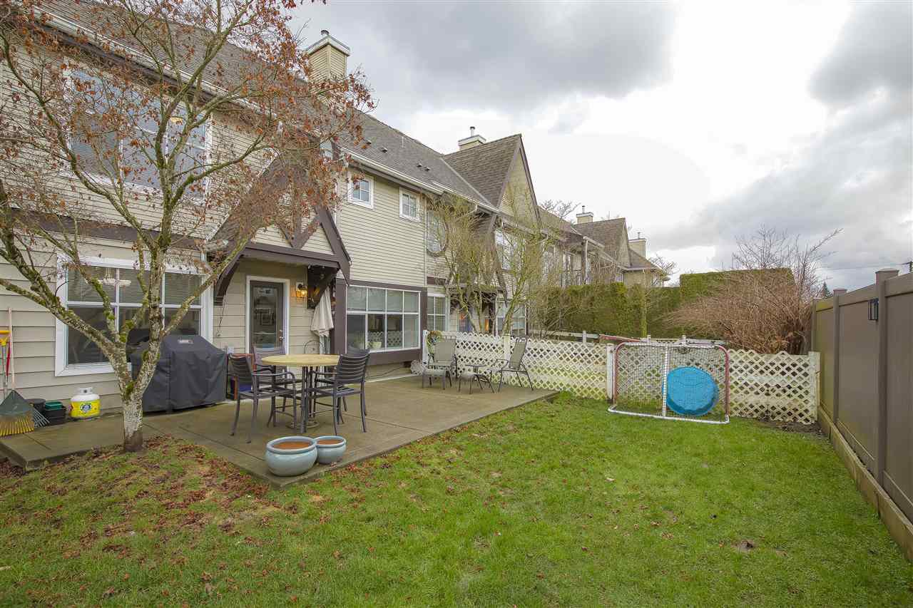 "Photo 18: Photos: 104 12099 237 Street in Maple Ridge: East Central Townhouse for sale in ""GABRIOLA"" : MLS®# R2436710"