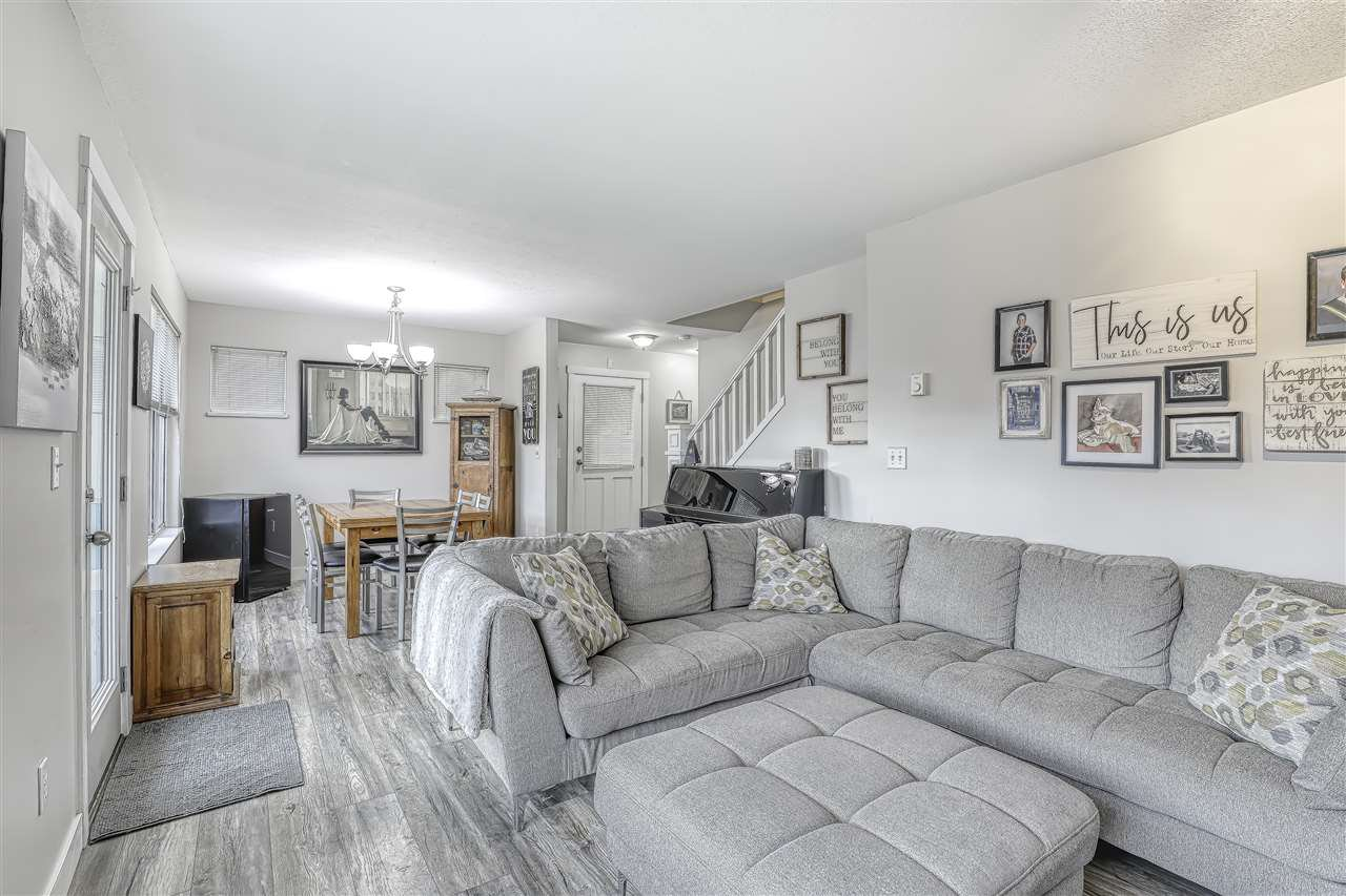 "Photo 6: Photos: 104 12099 237 Street in Maple Ridge: East Central Townhouse for sale in ""GABRIOLA"" : MLS®# R2436710"