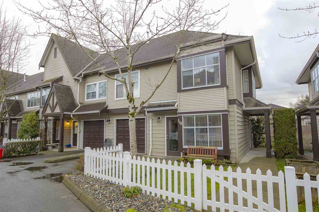 "Photo 1: Photos: 104 12099 237 Street in Maple Ridge: East Central Townhouse for sale in ""GABRIOLA"" : MLS®# R2436710"