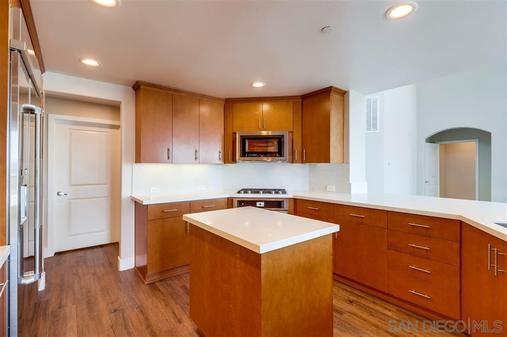 Photo 8: Photos: SAN DIEGO Condo for sale : 5 bedrooms : 3275 5th Ave #501
