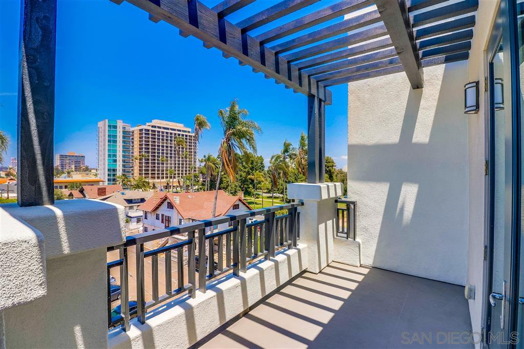 Photo 4: Photos: SAN DIEGO Condo for sale : 5 bedrooms : 3275 5th Ave #501