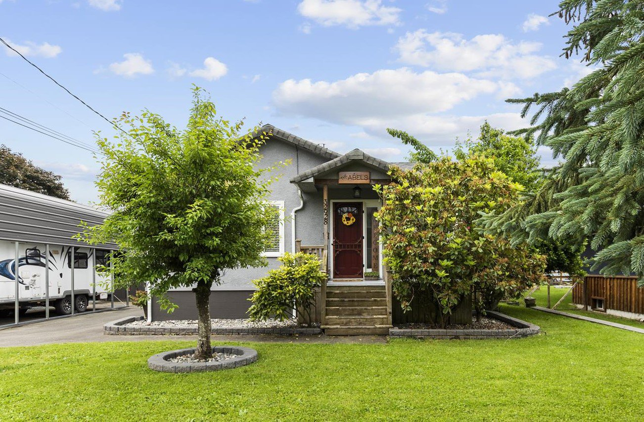 Main Photo: 32928 6th Ave in Mission: House for sale : MLS®# R2510047
