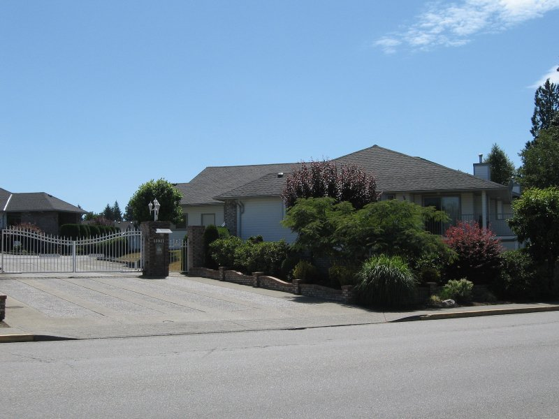Main Photo: 38 33922 King Road in Abbotsford: Townhouse for sale
