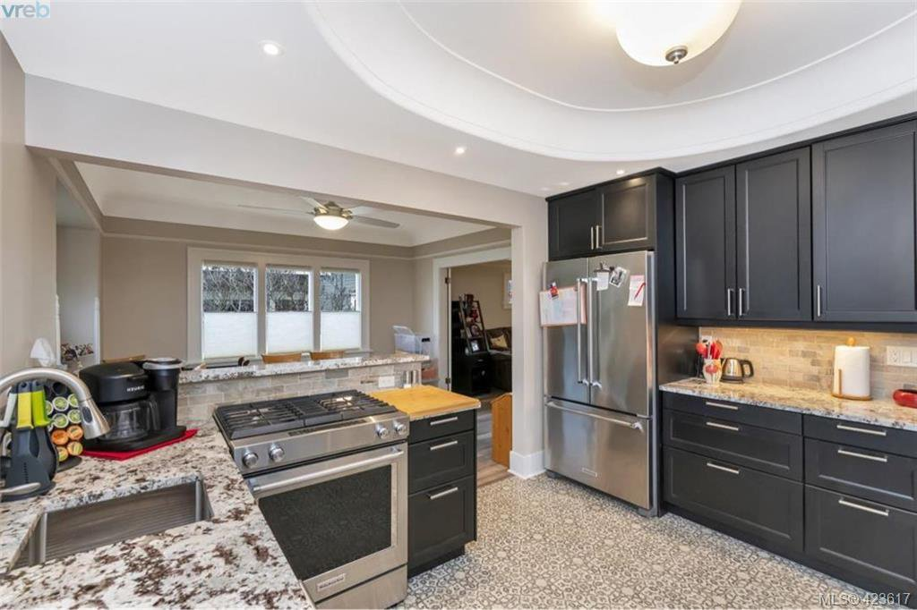 Photo 5: Photos: 1245 Oscar Street in VICTORIA: Vi Fairfield West Single Family Detached for sale (Victoria)  : MLS®# 423617