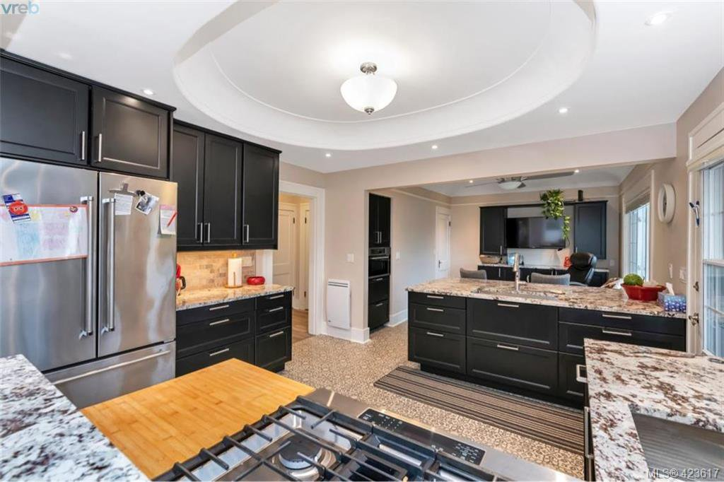 Photo 9: Photos: 1245 Oscar Street in VICTORIA: Vi Fairfield West Single Family Detached for sale (Victoria)  : MLS®# 423617
