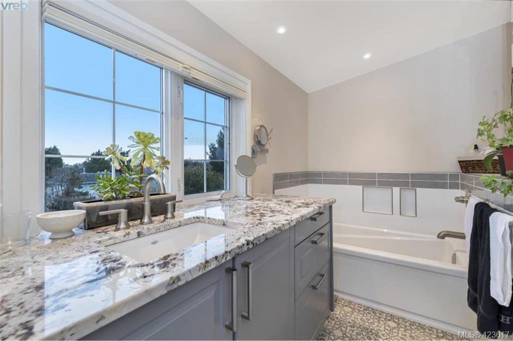 Photo 18: Photos: 1245 Oscar Street in VICTORIA: Vi Fairfield West Single Family Detached for sale (Victoria)  : MLS®# 423617