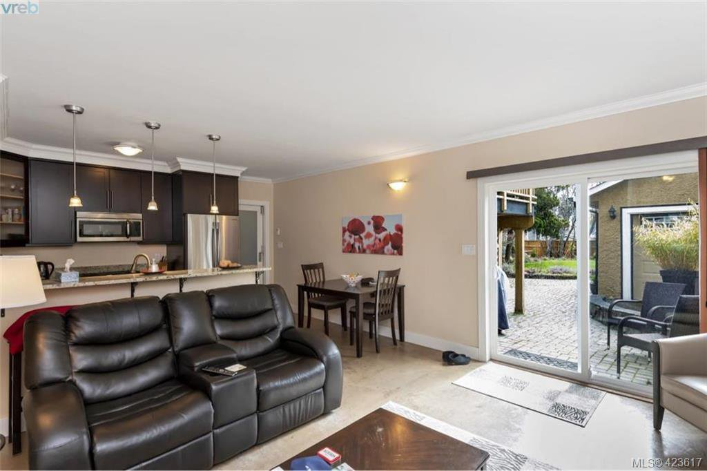 Photo 12: Photos: 1245 Oscar Street in VICTORIA: Vi Fairfield West Single Family Detached for sale (Victoria)  : MLS®# 423617