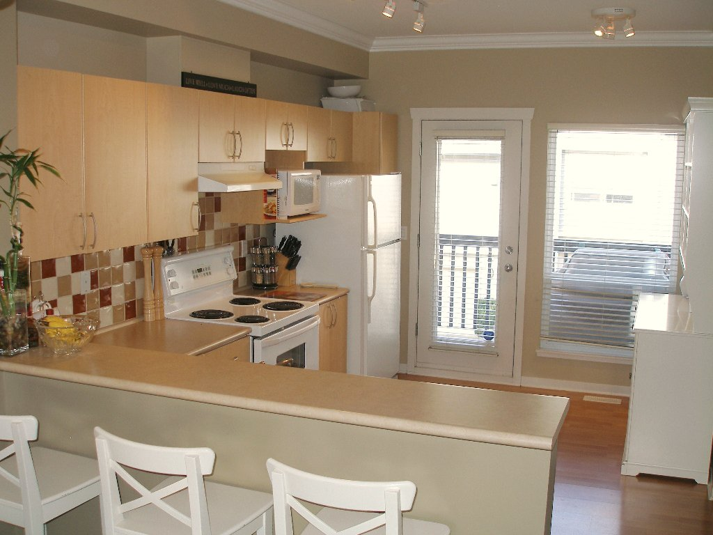 "Photo 5: Photos: 1 - 15065 58th Avenue in Surrey: Sullivan Station Townhouse for sale in ""Sprinhill"" : MLS®# F1026512"
