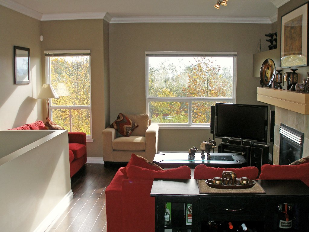 "Photo 3: Photos: 1 - 15065 58th Avenue in Surrey: Sullivan Station Townhouse for sale in ""Sprinhill"" : MLS®# F1026512"