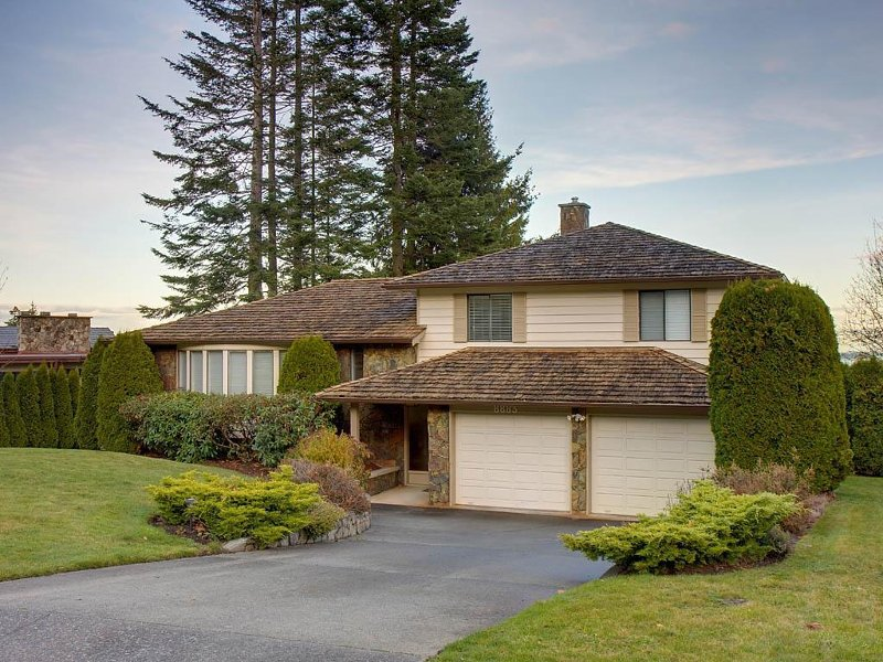 Main Photo: 8883 Moresby Park Terr in Sidney: Residential for sale : MLS®# 256469