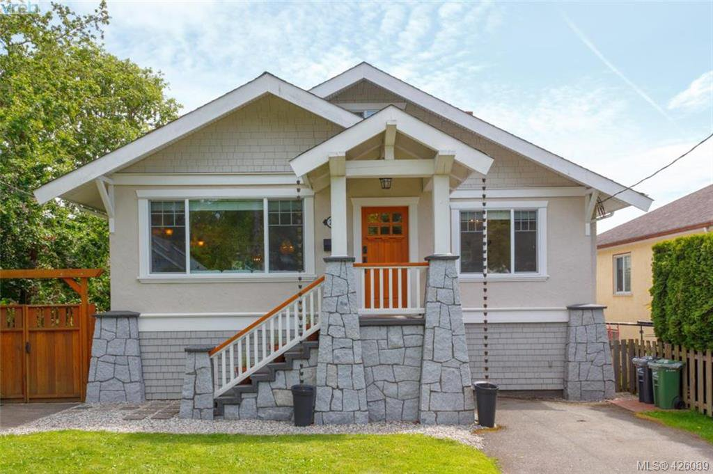 Main Photo: 2755 Belmont Ave in VICTORIA: Vi Oaklands Single Family Detached for sale (Victoria)  : MLS®# 839504