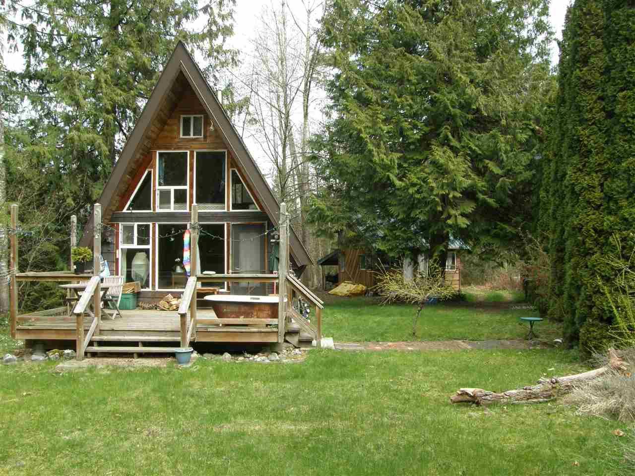 Main Photo: 65681 GARDNER Drive in Hope: Hope Kawkawa Lake House for sale : MLS®# R2451064
