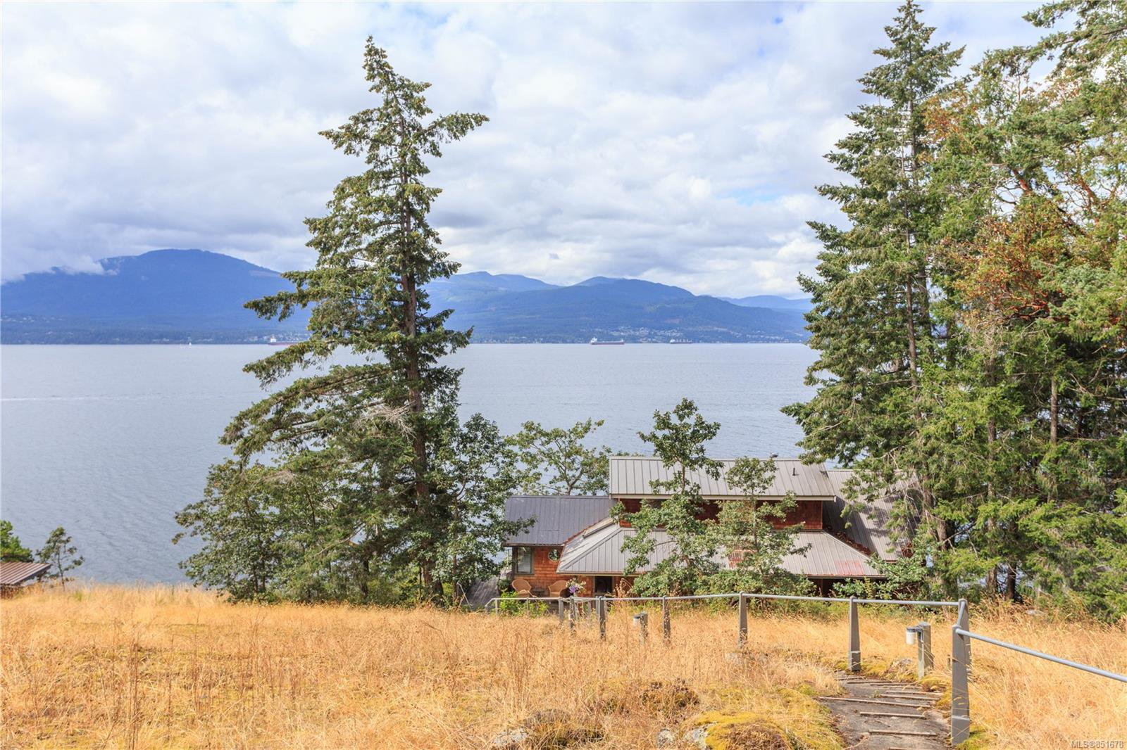 Photo 1: Photos: 262 Forbes Dr in : Isl Thetis Island House for sale (Islands)  : MLS®# 851678