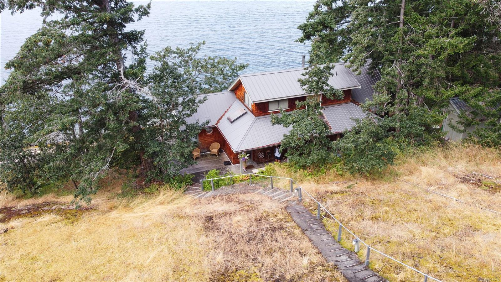 Photo 3: Photos: 262 Forbes Dr in : Isl Thetis Island House for sale (Islands)  : MLS®# 851678
