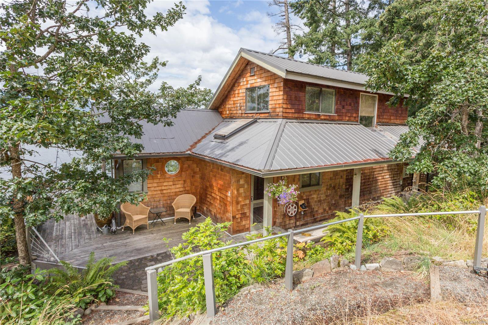 Photo 2: Photos: 262 Forbes Dr in : Isl Thetis Island House for sale (Islands)  : MLS®# 851678