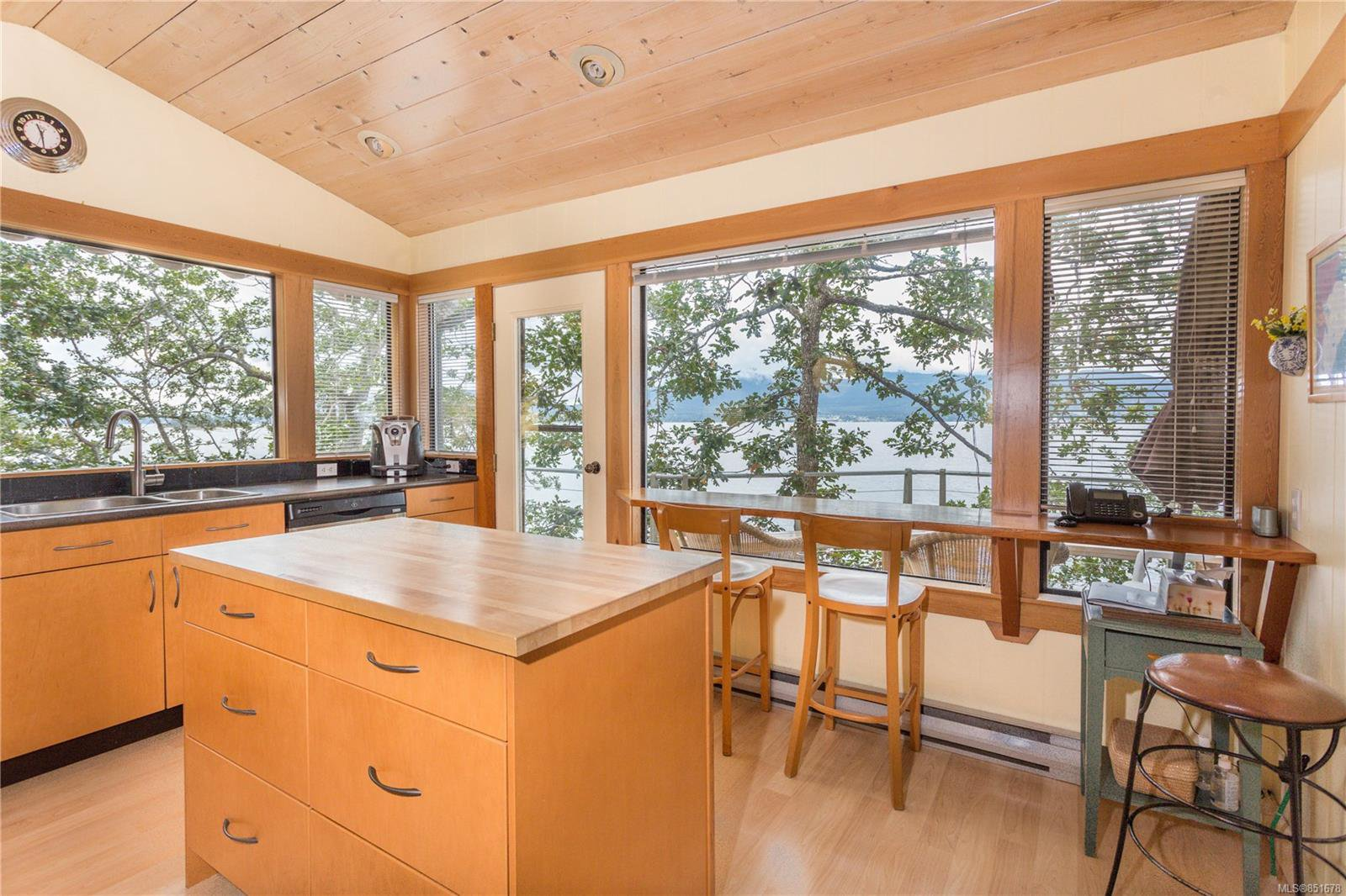 Photo 6: Photos: 262 Forbes Dr in : Isl Thetis Island House for sale (Islands)  : MLS®# 851678