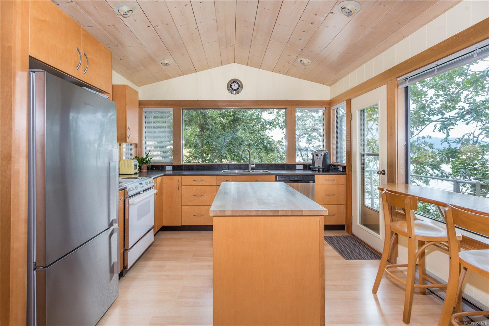 Photo 7: Photos: 262 Forbes Dr in : Isl Thetis Island House for sale (Islands)  : MLS®# 851678