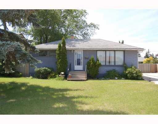Main Photo: 13 Vincent Massey Boulevard in Winnipeg: Residential for sale : MLS®# 2913173