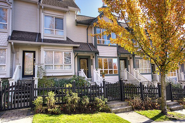 "Main Photo: 7480 Hawthorne Terrace in Burnaby: Highgate Townhouse for sale in ""Rockhill Village"" (Burnaby South)  : MLS®# V795963"