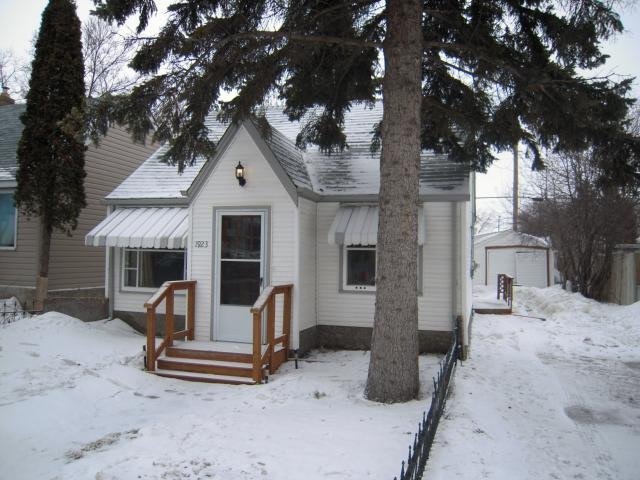 Main Photo: 1923 WILLIAM AVE W in Winnipeg: Residential for sale : MLS®# 1104403