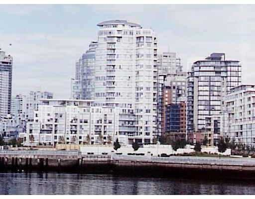 """Main Photo: 1383 MARINASIDE Crescent in Vancouver: False Creek North Condo for sale in """"THE COLUMBUS"""" (Vancouver West)  : MLS®# V629644"""