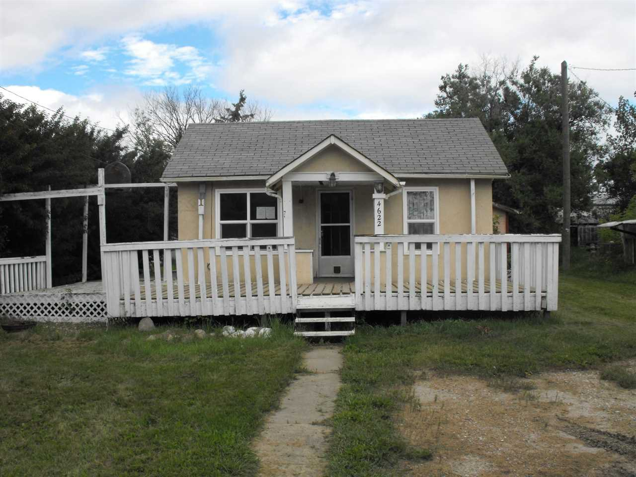 Main Photo: 4622 50 Avenue: Elk Point House for sale : MLS®# E4182440