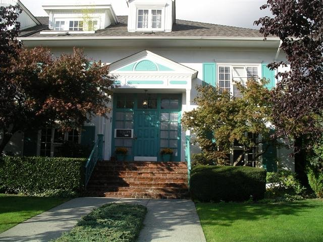 Main Photo: 220 W 17th in North Vancouver: Lower Lonsdale Condo for sale : MLS®# V779262