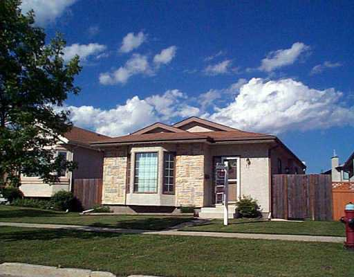 Main Photo: 11 HIGHBURY Road in Winnipeg: St Vital Single Family Detached for sale (South East Winnipeg)  : MLS®# 2510931