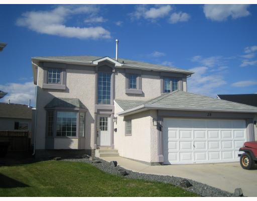 Main Photo: 28 MCKALL Bay in WINNIPEG: Windsor Park / Southdale / Island Lakes Residential for sale (South East Winnipeg)  : MLS®# 2808407