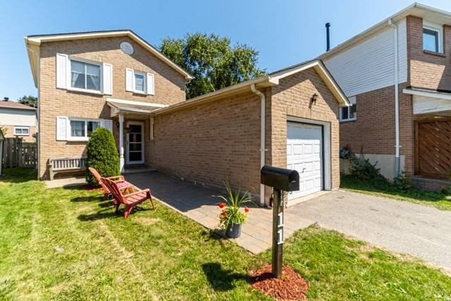 Main Photo: 11 Pridham Court in Ajax: South West House (2-Storey) for sale : MLS®# E4872235