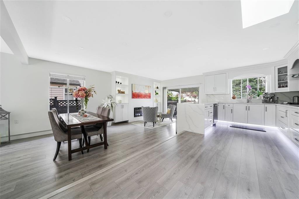 Main Photo: 15569 94 Avenue in Surrey: Fleetwood Tynehead House for sale : MLS®# R2411840