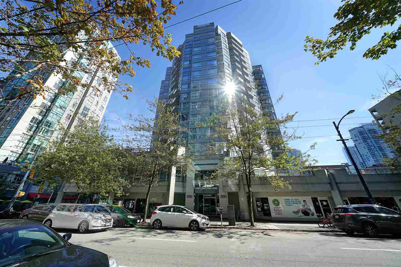 """Main Photo: 410 1212 HOWE Street in Vancouver: Downtown VW Condo for sale in """"1212 HOWE"""" (Vancouver West)  : MLS®# R2401090"""