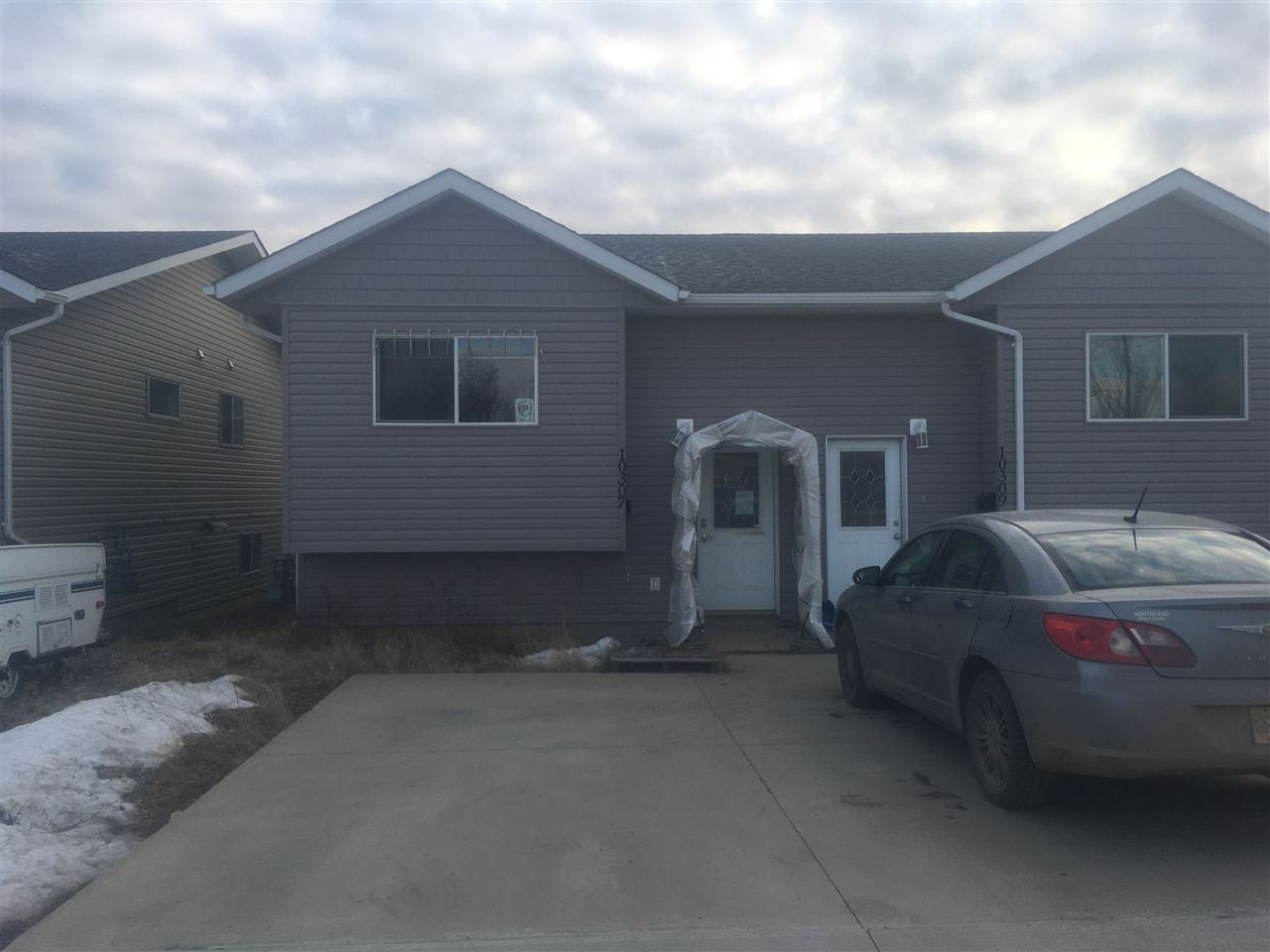 Main Photo: 10307 98 Avenue in Fort St. John: Fort St. John - City SW House 1/2 Duplex for sale (Fort St. John (Zone 60))  : MLS®# R2421767