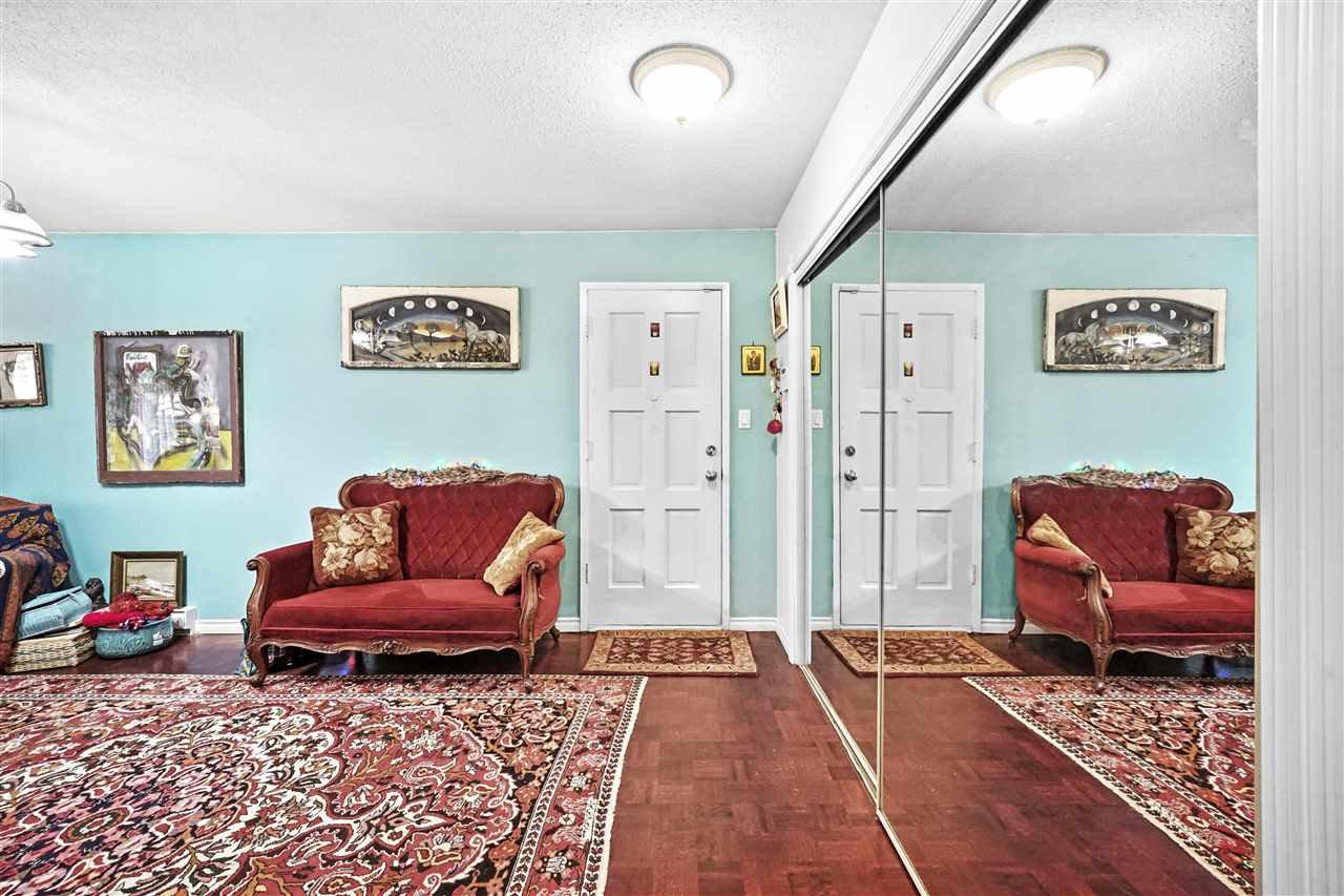 """Main Photo: 4 7307 MONTECITO Drive in Burnaby: Montecito Condo for sale in """"Montecito Villa"""" (Burnaby North)  : MLS®# R2463578"""