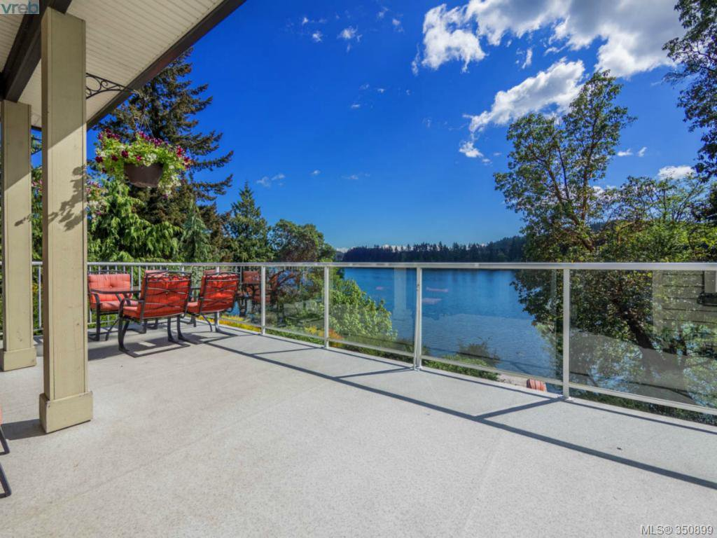 Main Photo: 2811 Lake End Rd in Langford: La Langford Lake House for sale : MLS®# 350899