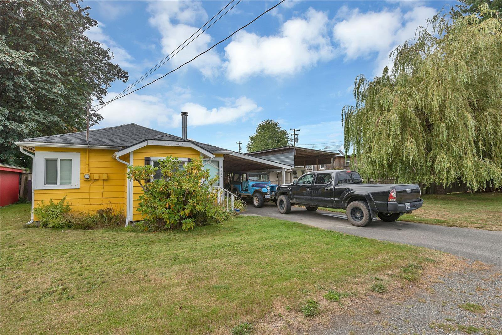 Main Photo: 1660 Redwood St in : CR Campbellton House for sale (Campbell River)  : MLS®# 855307