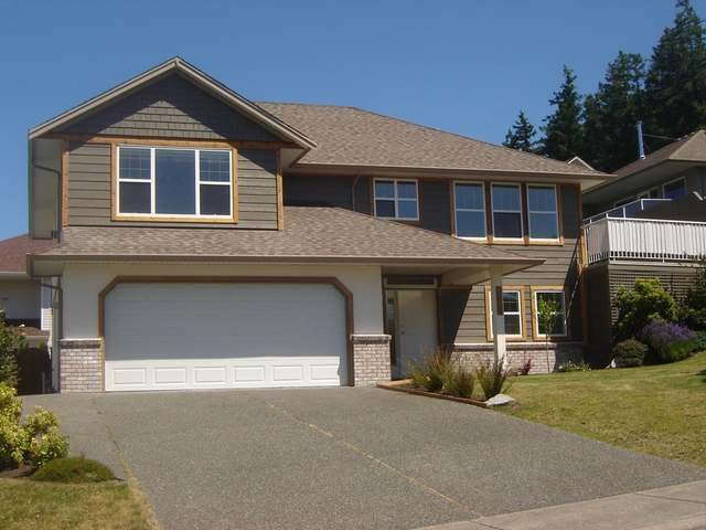 Main Photo: 1408 HARVARD AVE in COMOX: House for sale : MLS®# 307238