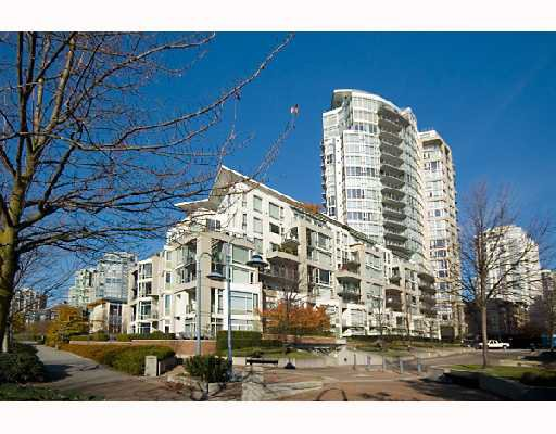 "Main Photo: 605 1383 MARINASIDE Crescent in Vancouver: False Creek North Condo for sale in ""COLUMBUS"" (Vancouver West)  : MLS®# V685162"