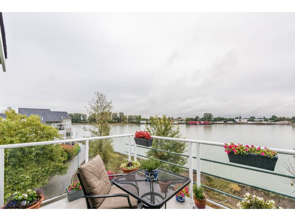 Main Photo: 406 2080 E KENT AVENUE SOUTH AVENUE in : South Marine Condo for sale (Vancouver East)  : MLS®# R2207974