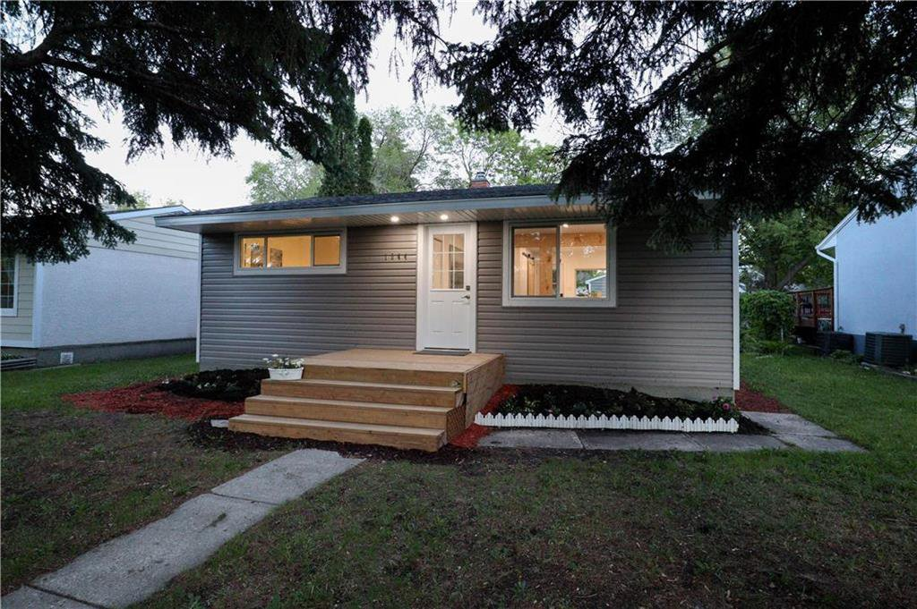 Main Photo: 1044 Howard Avenue in Winnipeg: West Fort Garry Residential for sale (1Jw)  : MLS®# 202014396