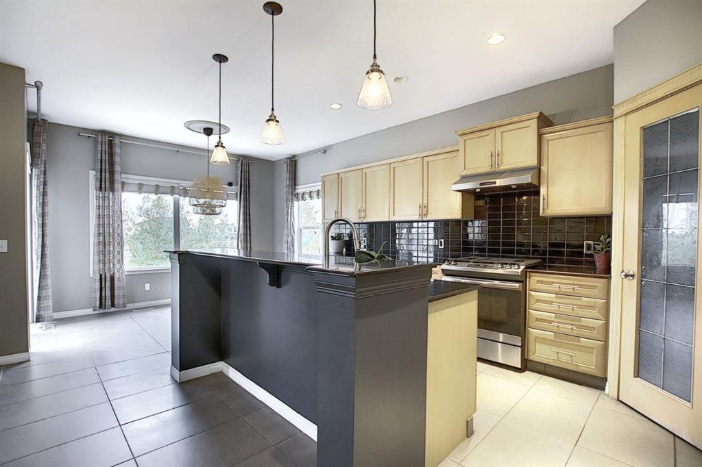 Main Photo: 135 Rockborough Park NW in Calgary: Rocky Ridge Detached for sale : MLS®# A1042290