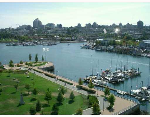 """Main Photo: 501 633 KINGHORNE MEWS BB in Vancouver: False Creek North Condo for sale in """"ICON II"""" (Vancouver West)  : MLS®# V697625"""