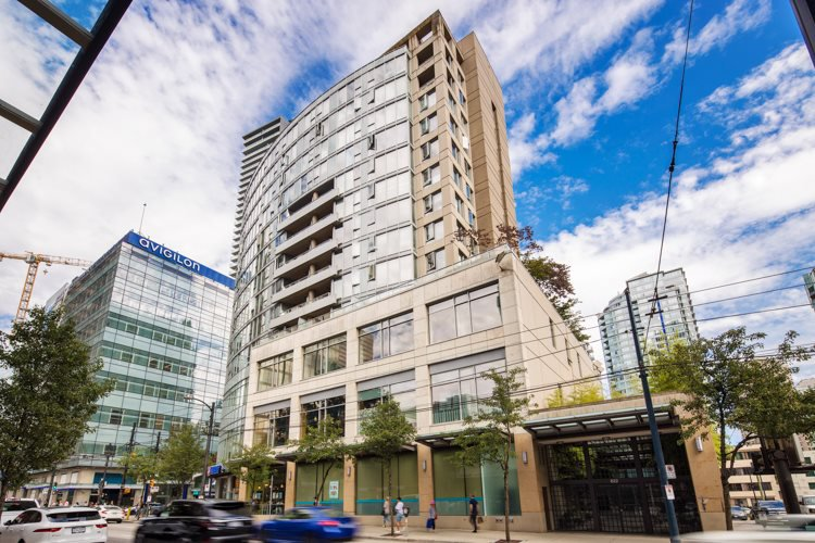 "Main Photo: 1108 822 SEYMOUR Street in Vancouver: Downtown VW Condo for sale in ""L'ARIA"" (Vancouver West)  : MLS®# R2393856"