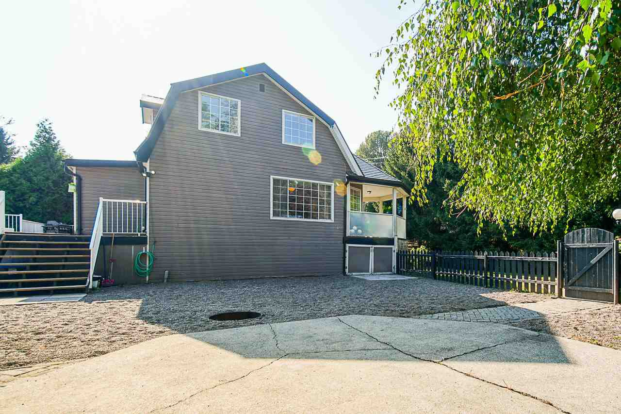 Photo 2: Photos: 17236 KENNEDY Road in Pitt Meadows: West Meadows House for sale : MLS®# R2395279